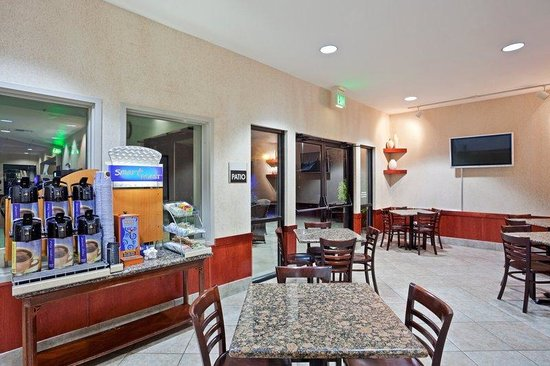Holiday Inn Express Bellingham: Coffee Station in Breakfast Bar