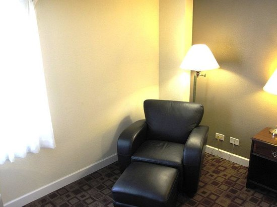 Rolling Meadows, IL: Launge Chair