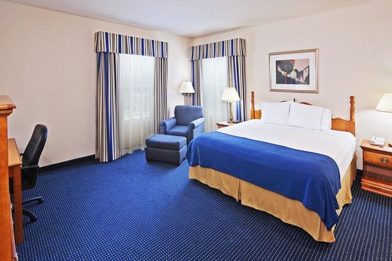 Holiday Inn Express Tulsa - Downtown Area: Single Bed Guest Room