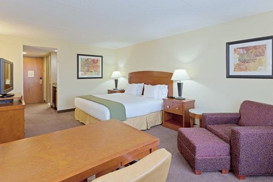Holiday Inn Express Bethany Beach: King Room - Offering fuction and comfort!