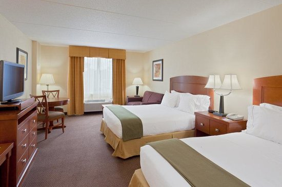 Holiday Inn Express Bethany Beach: Comfortable Bedding awaits at Holiday Inn Express