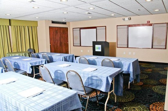 Roseville, MI : Meeting Room