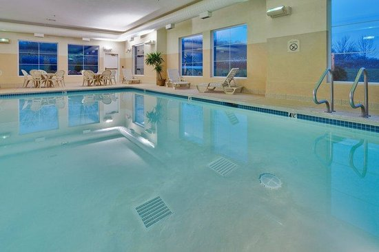 Holiday Inn Express Gibson: Heated Indoor Swimming Pool - a great place to relax