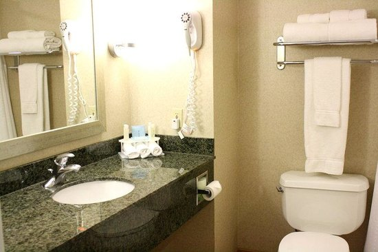 Holiday Inn Express West Los Angeles: Guest Bathroom