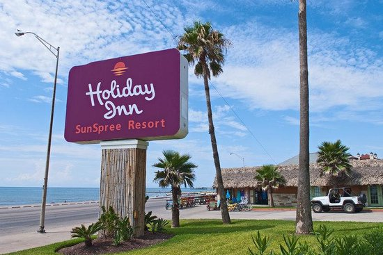 Holiday Inn SunSpree Resort Galveston Beach: The Gulf of Mexico is just outside our door at Galveston Beach!