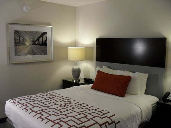 Holiday Inn Weirton: Updated Look and Feel in our Guest Rooms at our Weirton Hotel