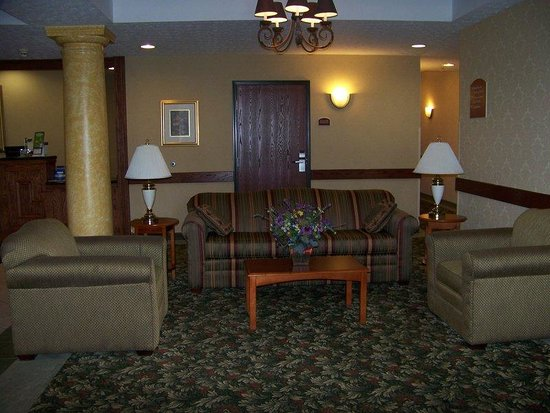 Holiday Inn Express Cadillac: Hotel Lobby