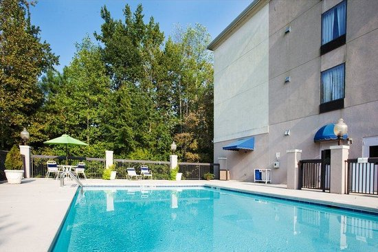 Apex, Βόρεια Καρολίνα: Swimming Pool - Holiday Inn Express hotel near The Oaks at Salem