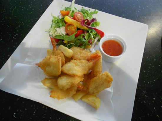 Helmsley, UK: Butterfly Breaded King Prawns with Spicy Chilli Dip
