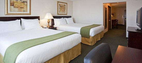 Holiday Inn Express Oshkosh-SR 41: Two Queen  Bed Guest Room