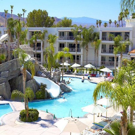 Palm Canyon Resort & Spa: Pool Area