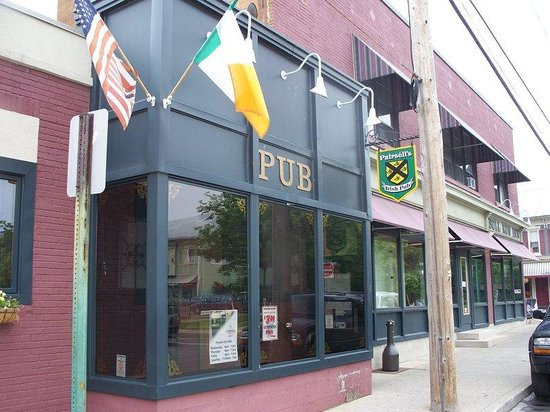 Holiday Inn Express Lewisburg/New Columbia: Pairseil's Irish Pub near the Holiday Inn Express