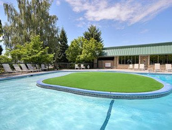 Howard Johnson Plaza Yakima/Near Convention Center: Pool
