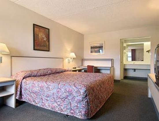 Howard Johnson Colorado Springs: Standard King Bed Room