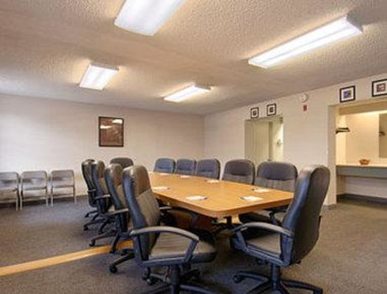 Howard Johnson Colorado Springs: Meeting Room