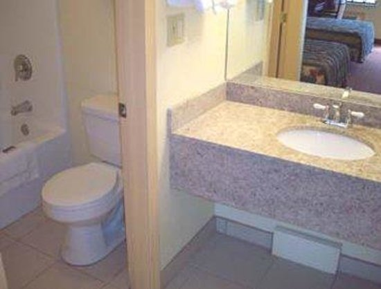 Seymour, IN: Bathroom