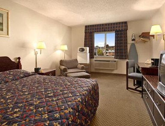 Washington, MO: King Bed Room with MicroFridge