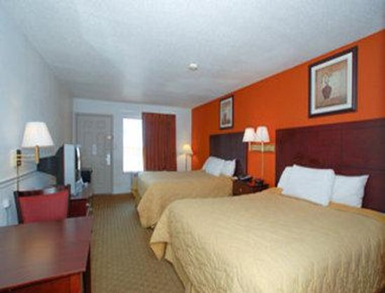 DeFuniak Springs, FL: 2 Beds Guest Room