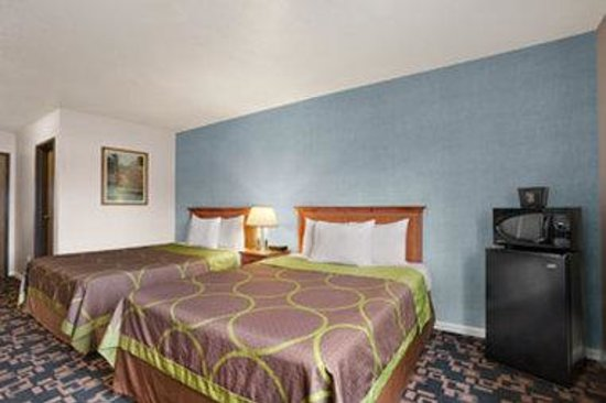 Super 8 Springfield: 2 Queen Bed Room