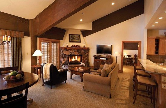 Stein Eriksen Lodge Deer Valley: Living Room in One-Bedroom Suite
