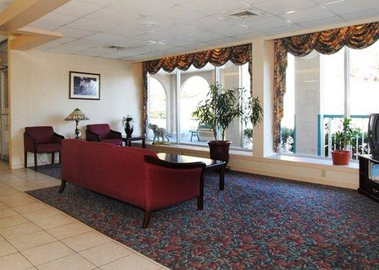 Quality Inn: lobby