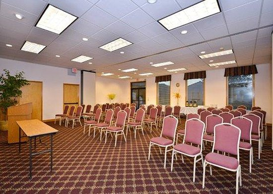 Quality Inn &amp; Suites: Meeting Room