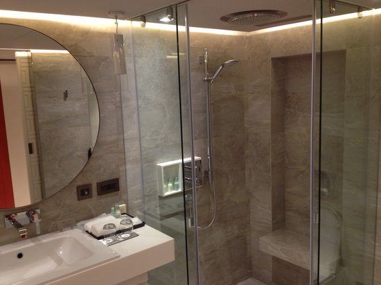 Grand Hyatt Taipei: Shower