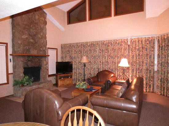 Wyndham Flagstaff Resort: Wyndham Flagstaff 2 Bedroom Unit - Living Area