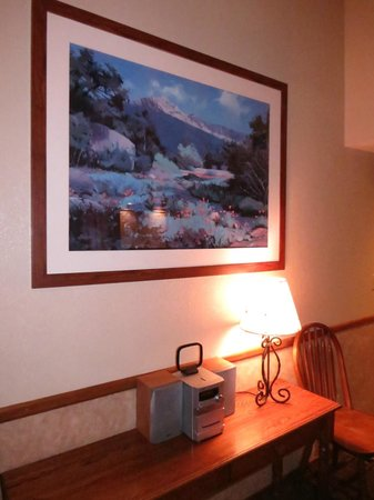 Wyndham Flagstaff Resort: Wyndham Flagstaff 2 Bedroom Unit - Living Area with Small Stereo