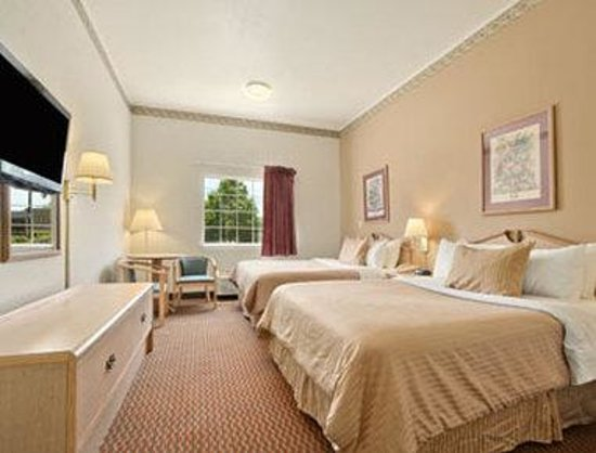 Ramada Limited Lexington: Standard Two Queen Bed Room