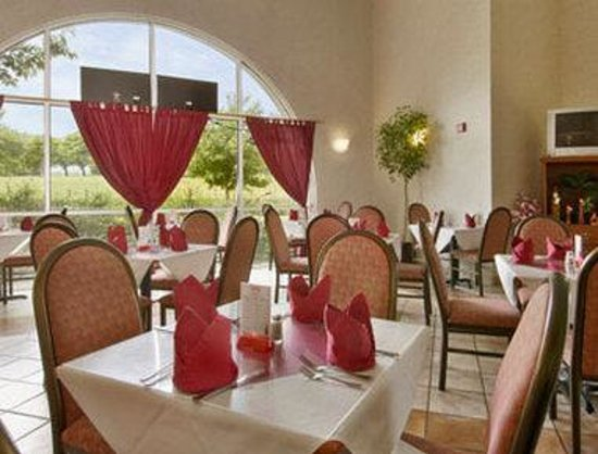 Ramada Inn &amp; Suites Sea Tac Airport: Ginger Palace Restaurant