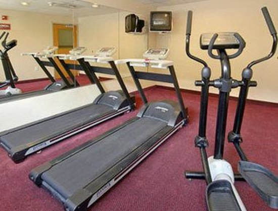 Ramada Inn &amp; Suites Sea Tac Airport: Fitness Center