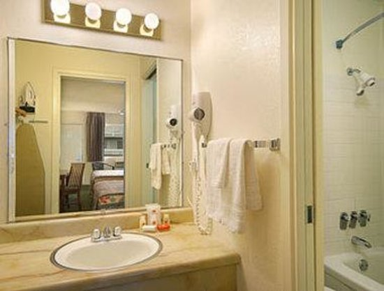 Ramada San Jose: Bathroom