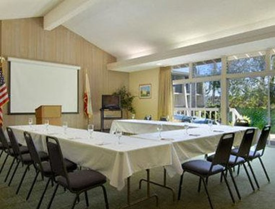 Ramada Limited Santa Barbara: Meeting Room