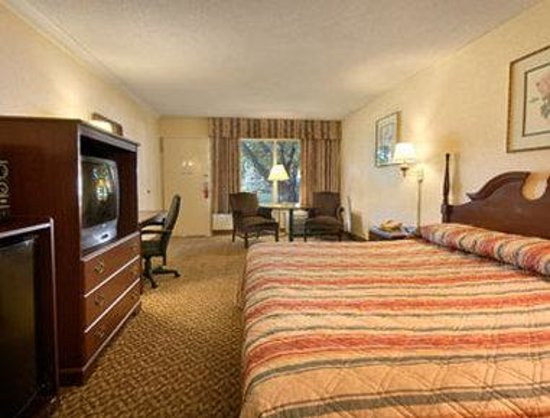 Pikesville, MD: Standard King Bed Room