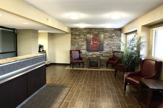 Willowbrook, IL: Lobby