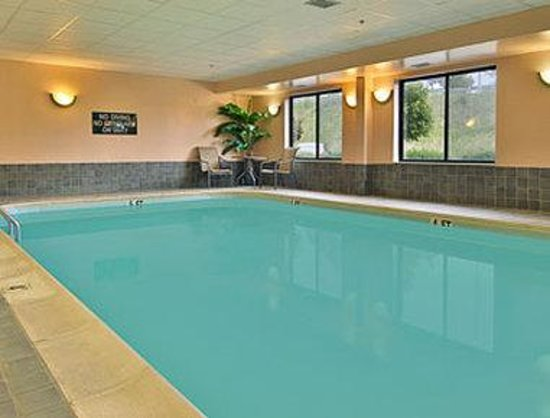 ‪‪Wingate by Wyndham Winchester‬: Pool‬