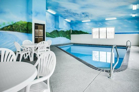 Heartland Inn - Coralville: Indoor Pool