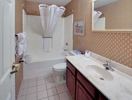 Hawthorn Suites by Wyndham Cincinnati: Bathroom