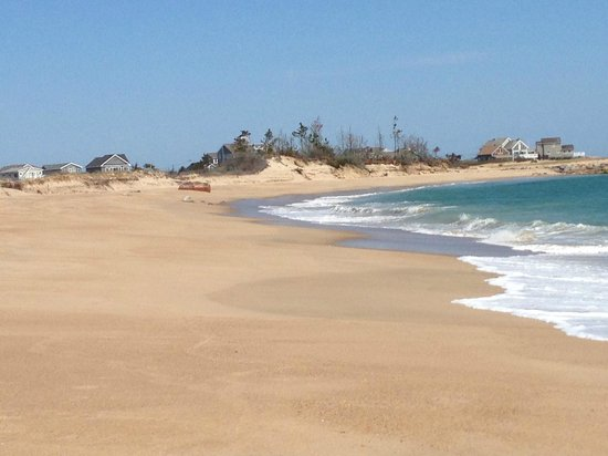 Weekapaug Inn: The beach by the inn; nearly deserted in late April