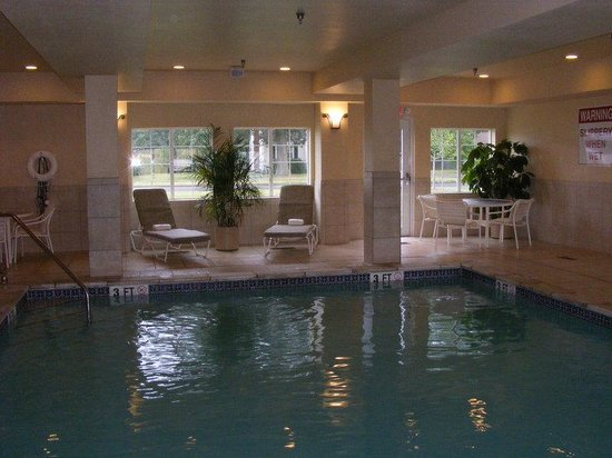Candlewood Suites Windsor Locks: Swimming Pool