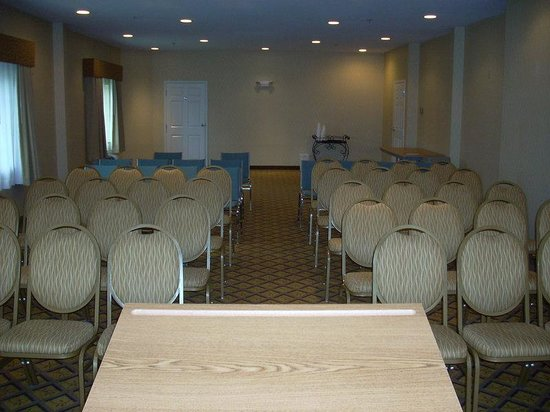 Candlewood Suites Windsor Locks: Have your meetings theatre style set up