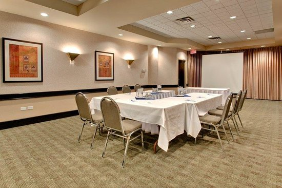 Holiday Inn Express Edmonton Downtown: Salon A 882 Sq Ft features Natural Light