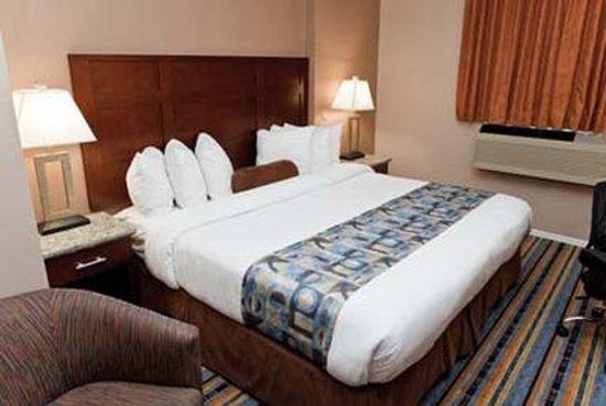 Ramada Inn and Suites - Downtown Vancouver: Standard King  Bed Room
