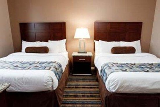 Ramada Inn and Suites - Downtown Vancouver: Standard Guest Room