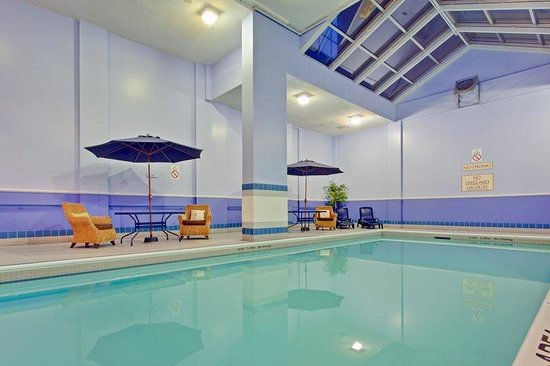 Hotel Indigo: Relax and enjoy our indoor swimming pool with whirlpool