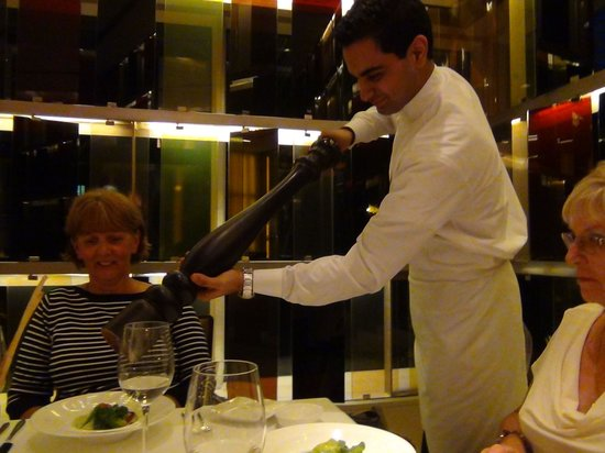 The Oberoi, Mumbai : Dinner at the Vetro Restaurant - awesome food 