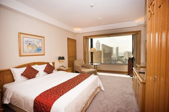 Executive Suite Bedroom at Carlton Hotel Singapore