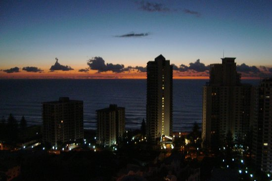 Crowne Plaza Surfers Paradise: Sunrise from 2411