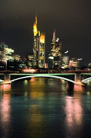 Hotel InterContinental Frankfurt: River Main with Skyline view